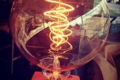 Lampe à poser Respectable + ampoule