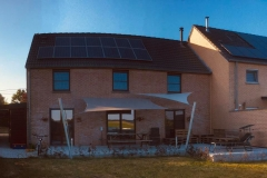 voile d'ombrage élève outdoor - Une chaise sur le toit
